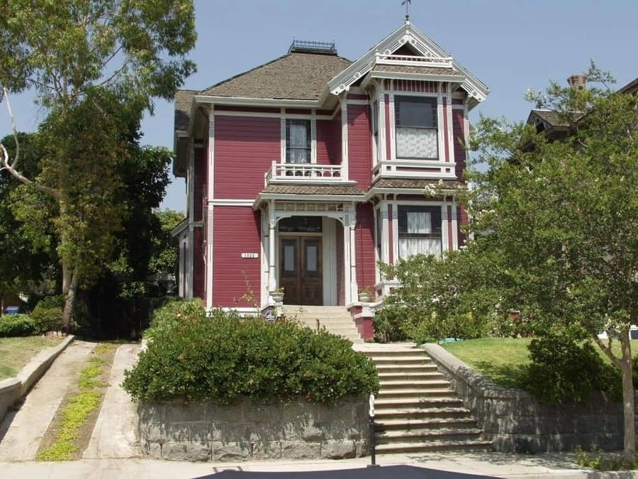 Carroll Avenue, where to know the famous houses of Los Angeles