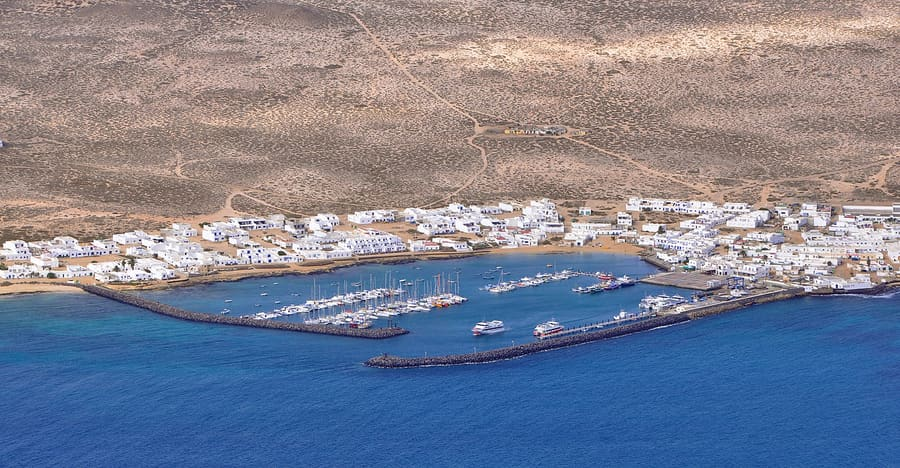 Caleta de Sebo, a city to visit in La Graciosa