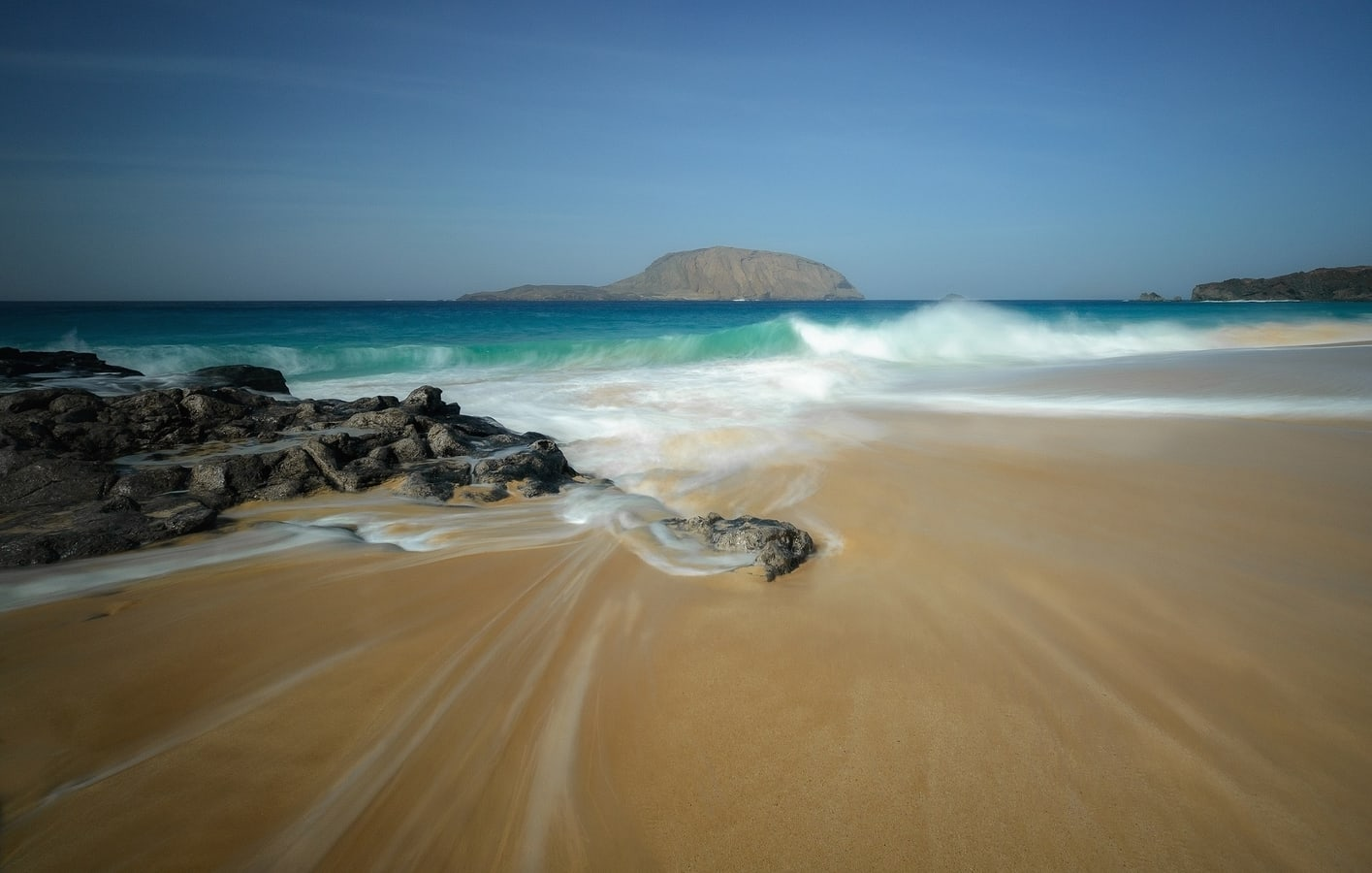 La Conchas beach, a beach to visit in La Graciosa