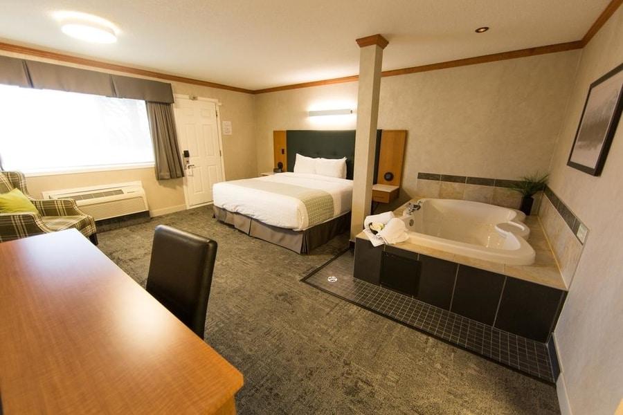 Mount Robson Inn, best location to stay in Jasper National Park