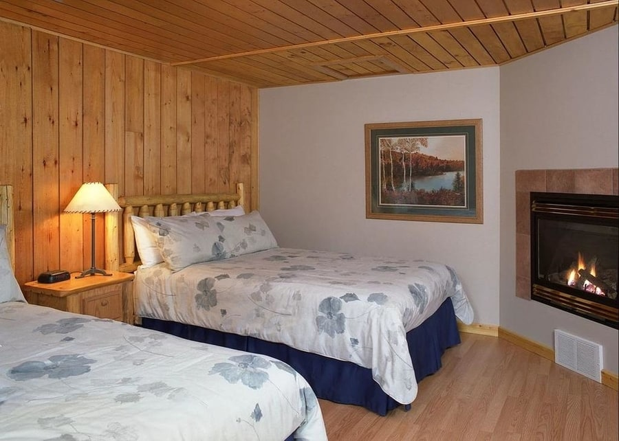 Overlander Mountain Lodge, accommodation in Jasper National Park east entrance