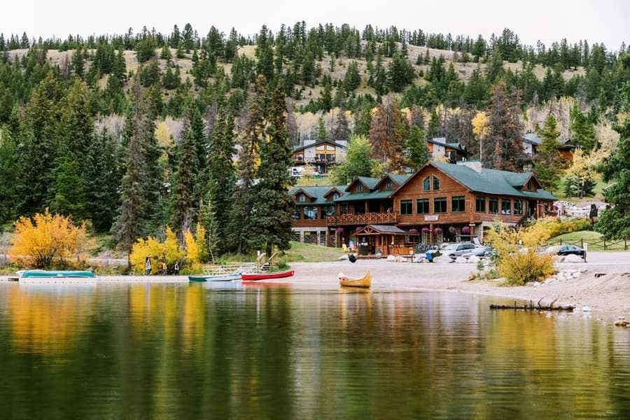 Pyramid Lake Resort, nice hotel in Jasper, Canada
