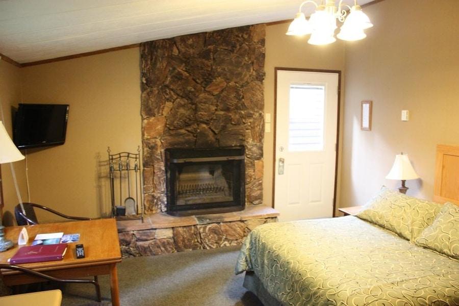 Sunwapta Falls Rocky Mountain Lodge, a good hotel in Jasper where to stay