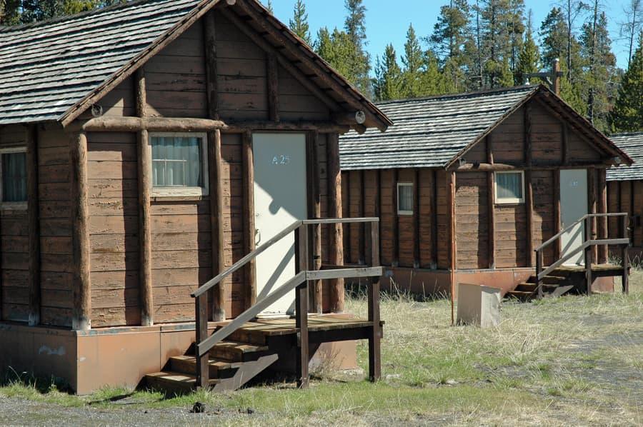 Lake Lodge Cabins, where to sleep in Yellowstone, USA