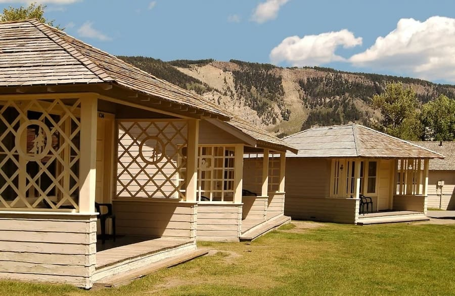 Mammoth Hot Springs Hotel and Cabins, accommodation in Yellowstone