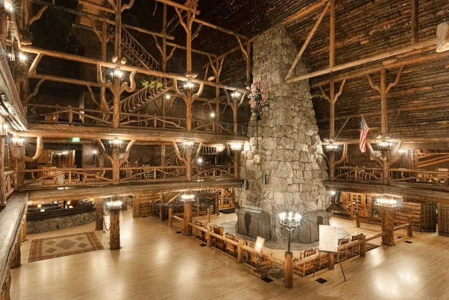 Old Faithful Inn, the best hotel in Yellowstone National Park