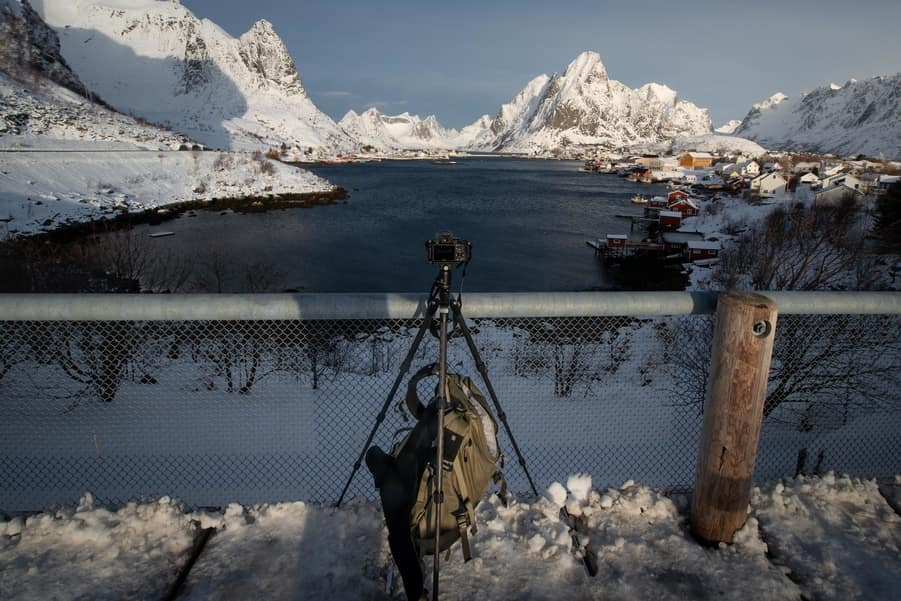 attaching my camera bag to the counterweight hook in lofoten islands