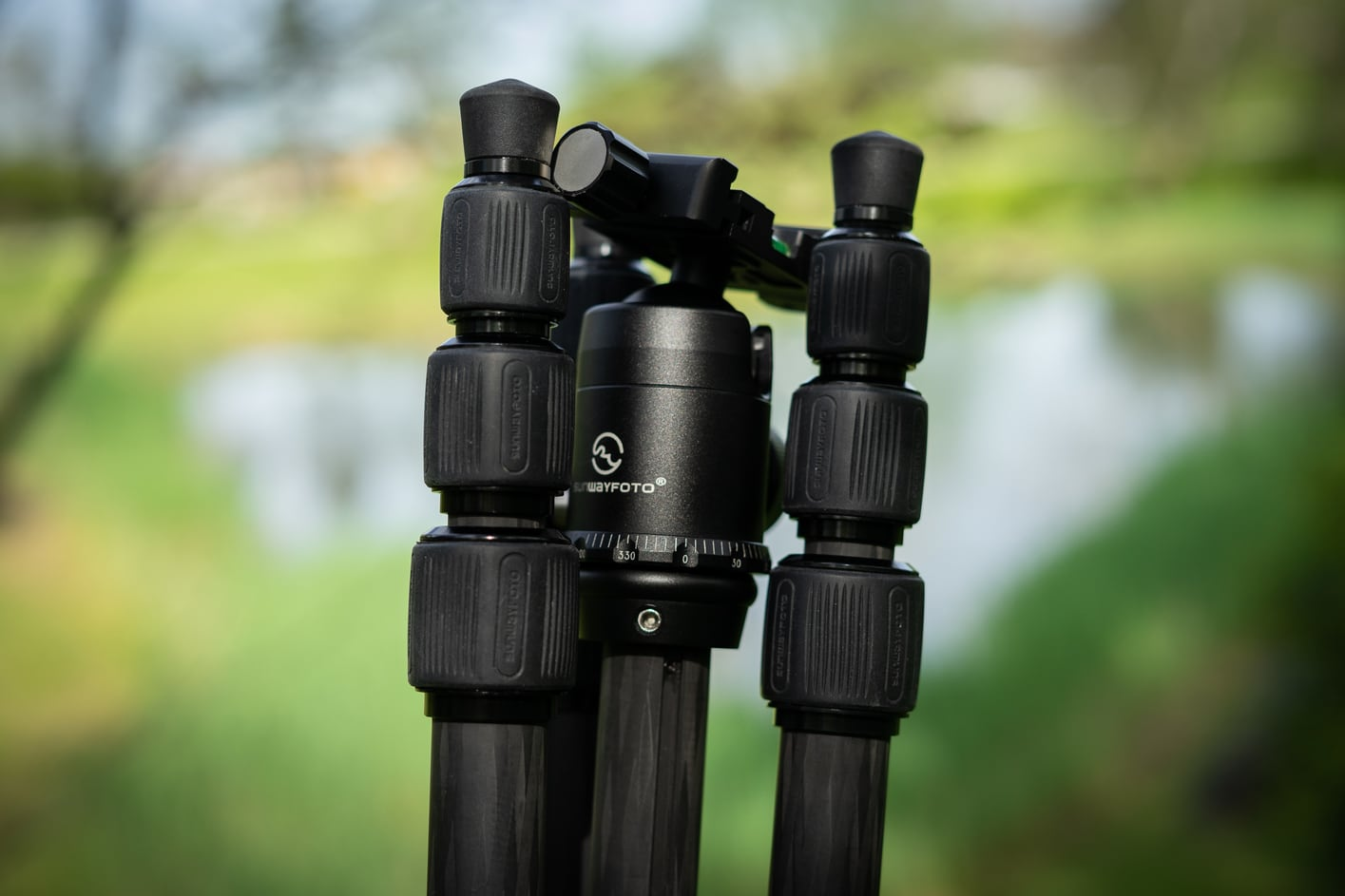 Sunwayfoto T1C40T Tripod opinion - The tripod can be folded 180 degrees