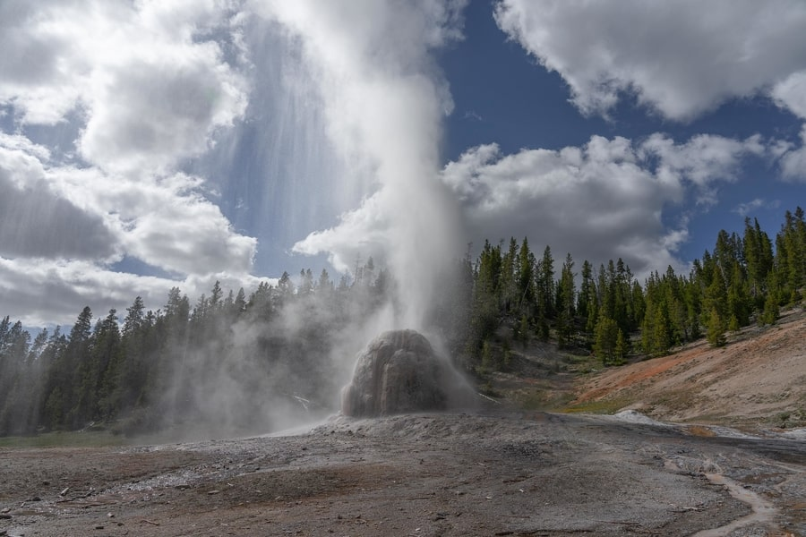 Lone Star Geyser, things to do at Yellowstone Park