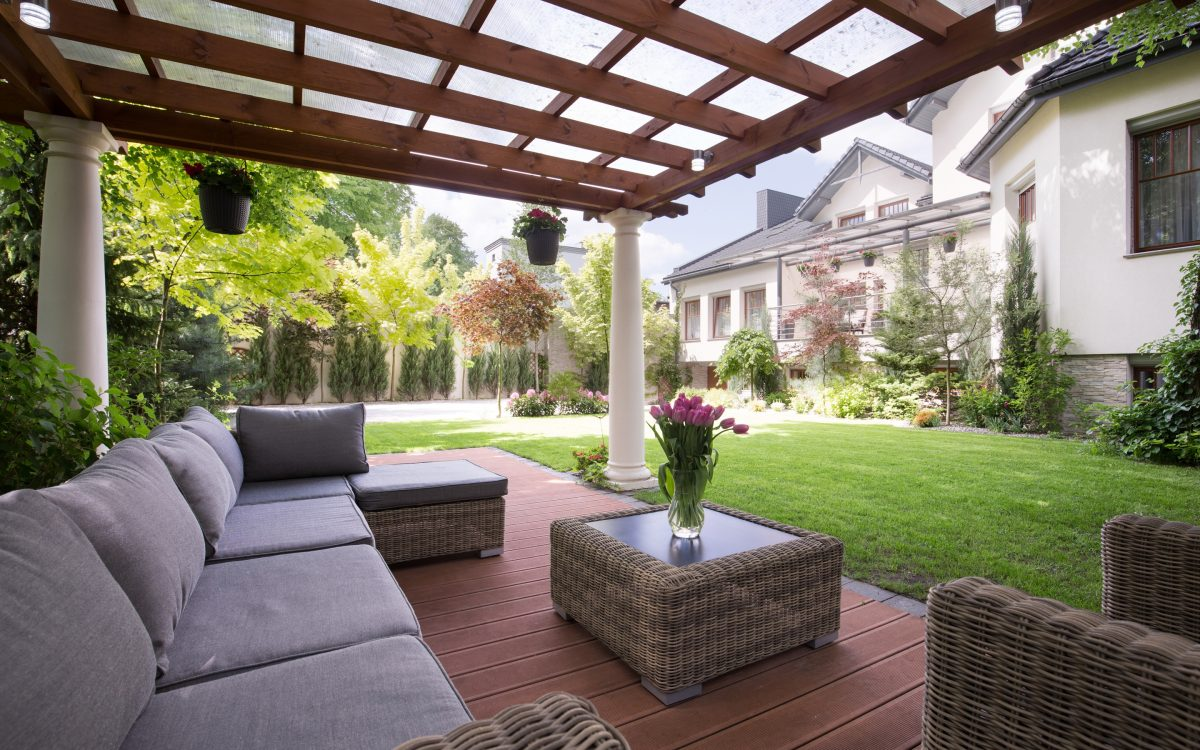 Enhancing Your Backyard With a Deck, Patio, or Outdoor Kitchen