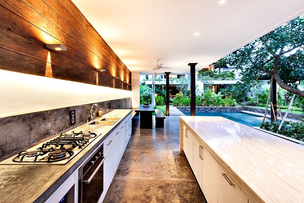 Take Entertaining to the Next Level: Ideas for an Outdoor Kitchen