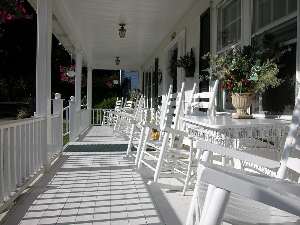 Enjoy Your Land With a New Farmer's Porch