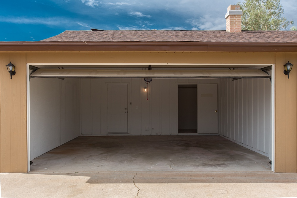 Home Additions: How to Choose Between an Attached Garage or Detached Garage
