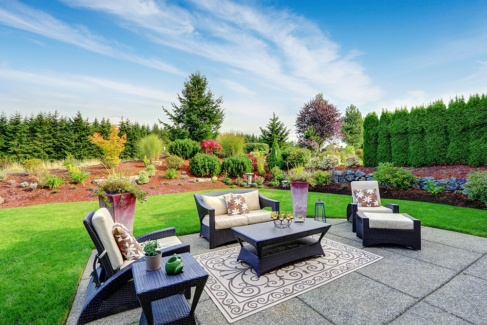 The Hottest Summertime Trends for Outdoor Living Spaces