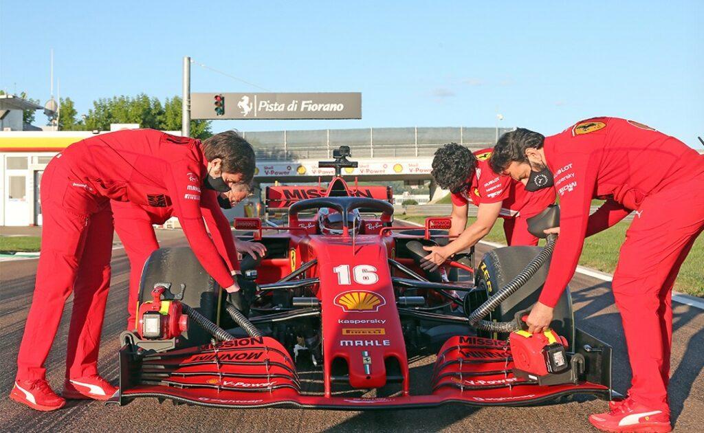 Charles Leclerc em Fiorano com a Ferrari SF1000 nesta quinta-feira (Foto: Ferrari)