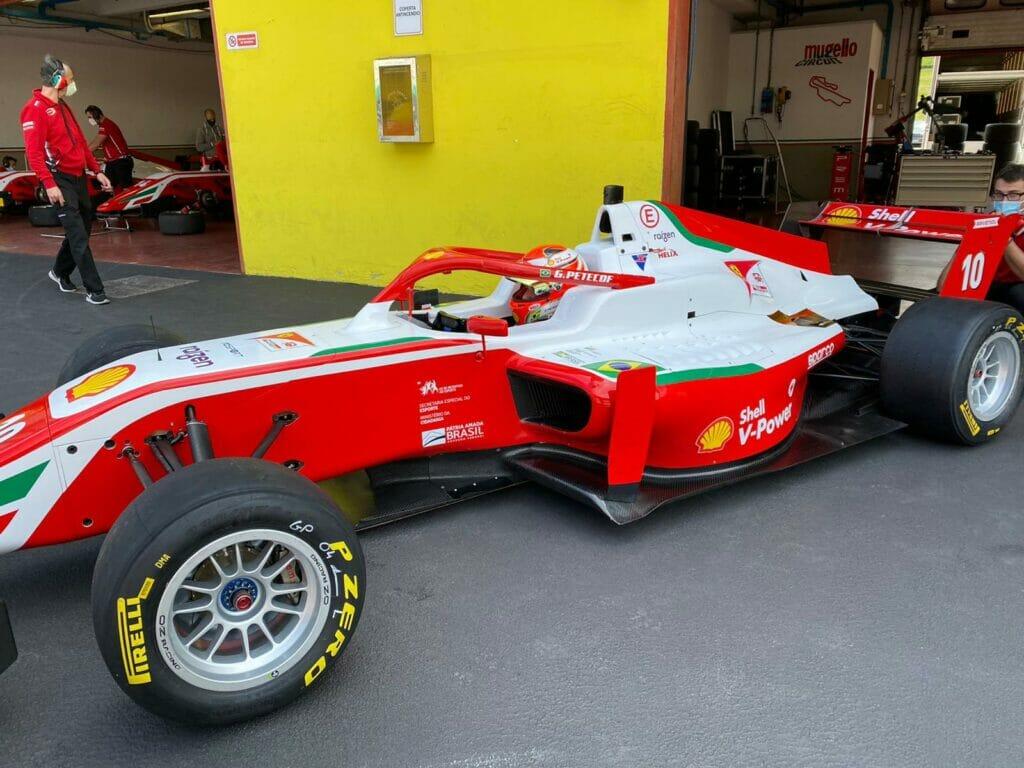 Gianluca Petecof nos boxes de Mugello para testes com a Prema na F3 Regional Europeia (Foto: Ferrari Promo)