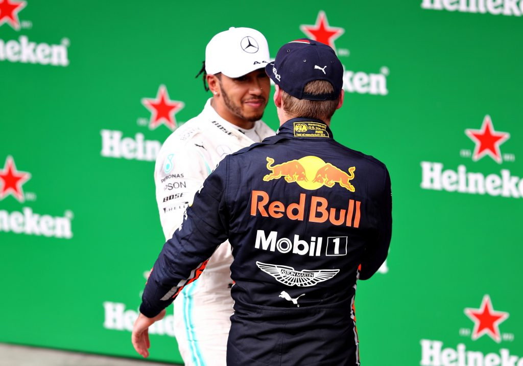 Lewis Hamilton e Max Verstappen