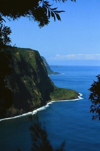 Cliffs on the Hamakua coast. Courtesy of rjones0856.