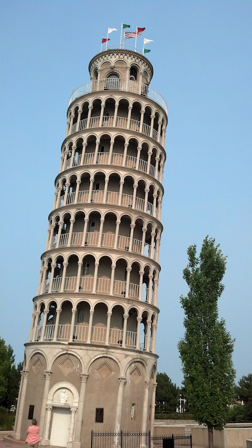 Leaning Tower is Pisa replica in Niles, Illinois. Credit Jimmy Thomas/Flickr.