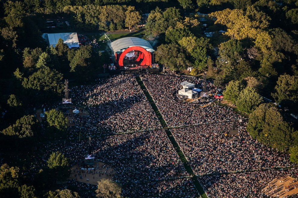 Bird's-eye-view of the 2014 Global Citizens Festival. Courtesy of Anthony Quintano.