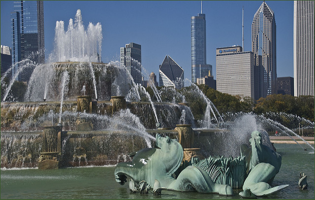 Buckingham fountain at Grant Park, which is one of Chicago's best city parks
