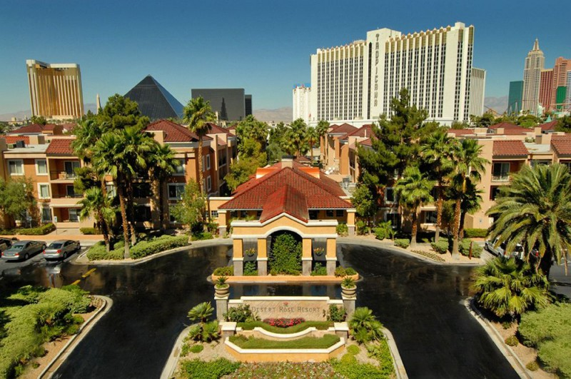 The sprawling, palm-lined Desert Rose Resort looks far too serene to be on our list of cheap Vegas hotels. But it is cheap, and it sure is serene!