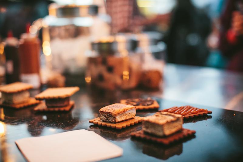 1927Smores' eponymous s'mores desserts.