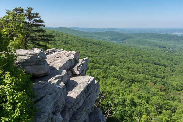 Annapolis Rock overlook. By Patorjk (Own work) [CC BY-SA 4.0 (http://creativecommons.org/licenses/by-sa/4.0)], via Wikimedia Commons