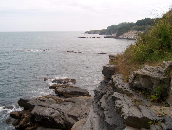 View from Cliff Walk, Newport. Photo credit: Ken Gallager at English Wikipedia [Public domain], via Wikimedia Commons