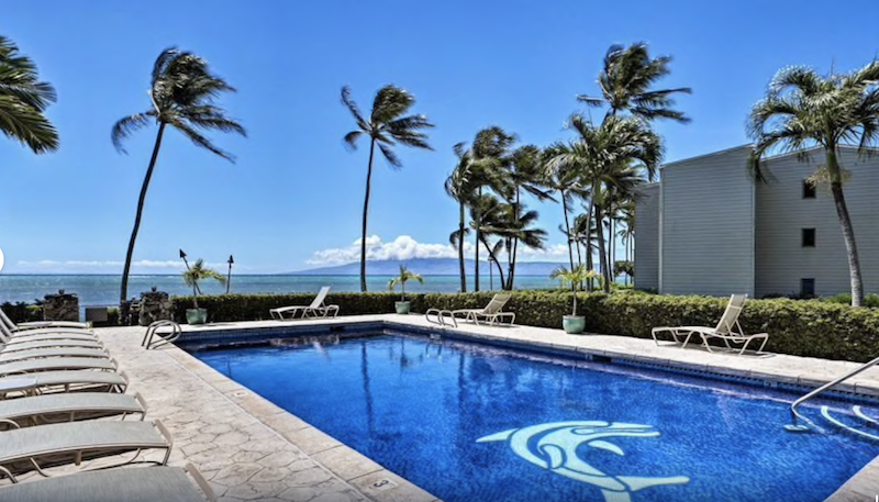 Oceanfront Molokai Condo with Pool & Grills