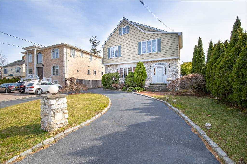 155 Combs Avenue Woodmere, NY 11598