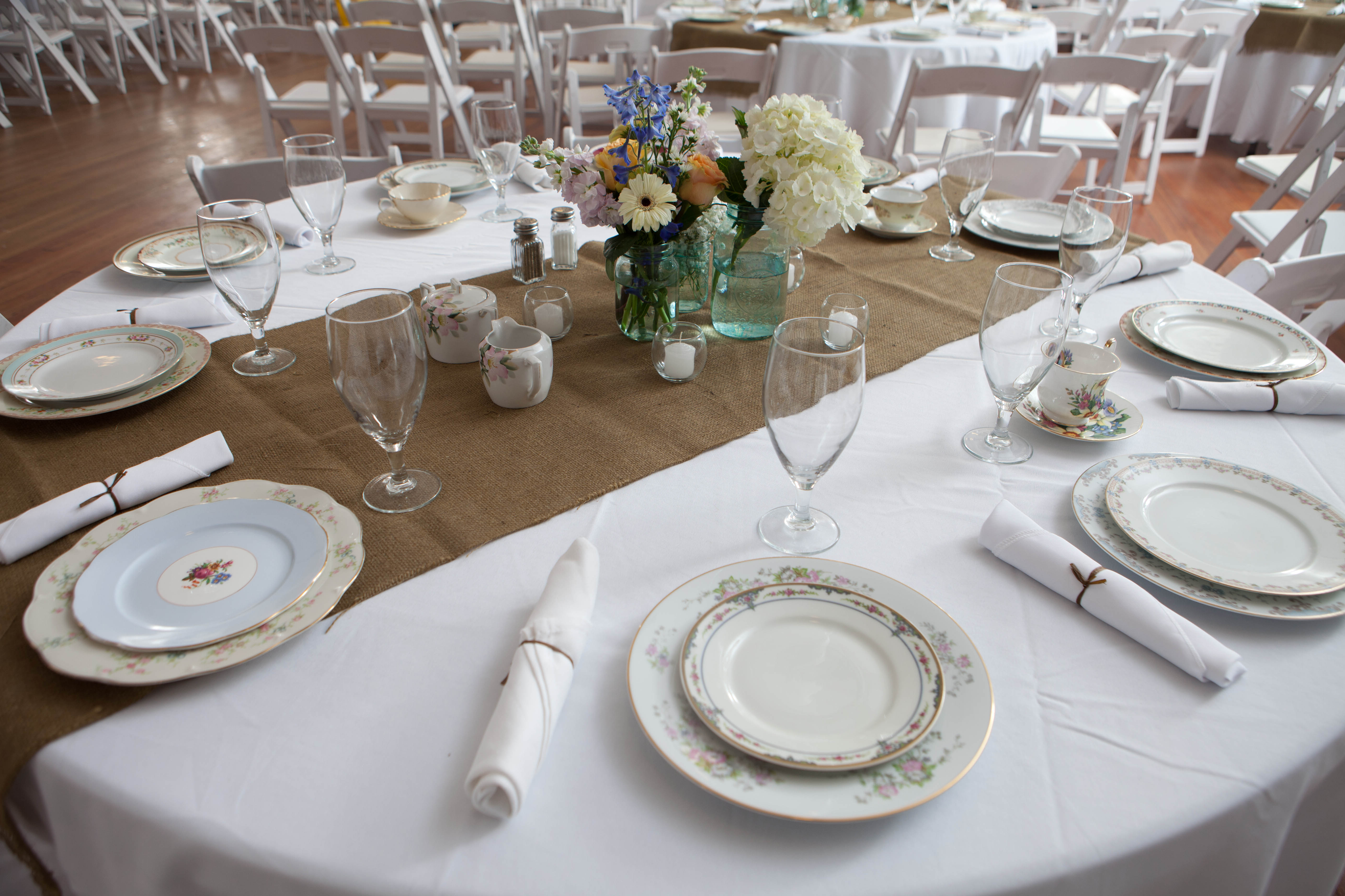 Thursday Tips: How To Have An Awesome DIY Wedding via TheELD.com