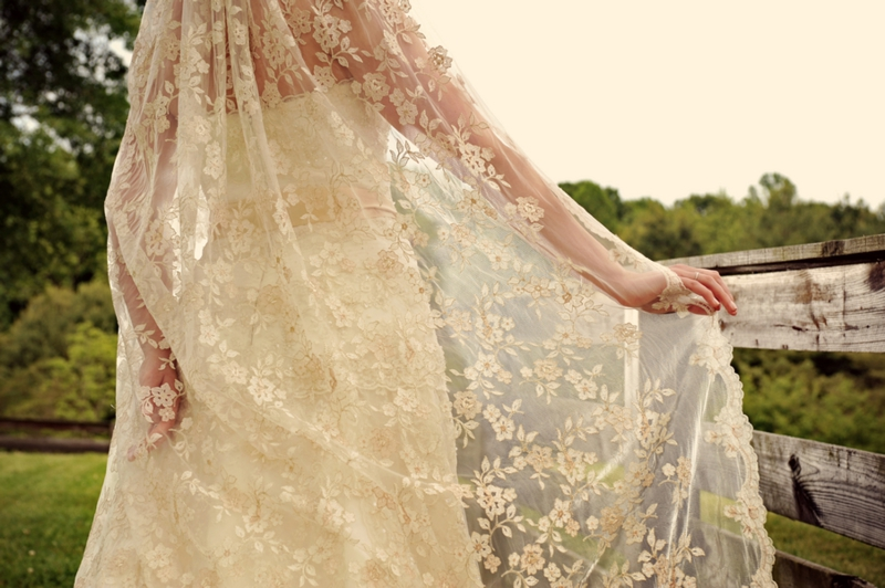 Southern Peach Inspired Bridal Shoot via TheELD.com