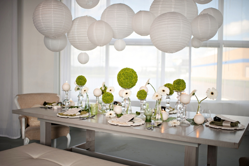 Modern circle inspired green white wedding inspiration modern circle inspired green white wedding inspiration via theeld junglespirit Image collections