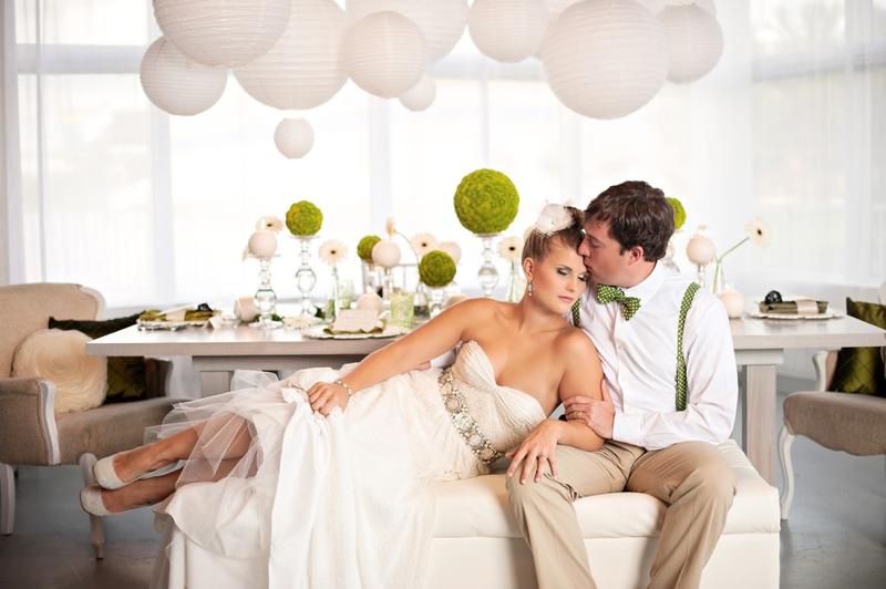 Modern Circle Inspired Green & White Wedding Inspiration via TheELD.com
