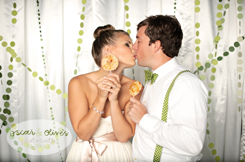 Modern Circle Inspired Green & White Wedding Inspiration via TheELD.com