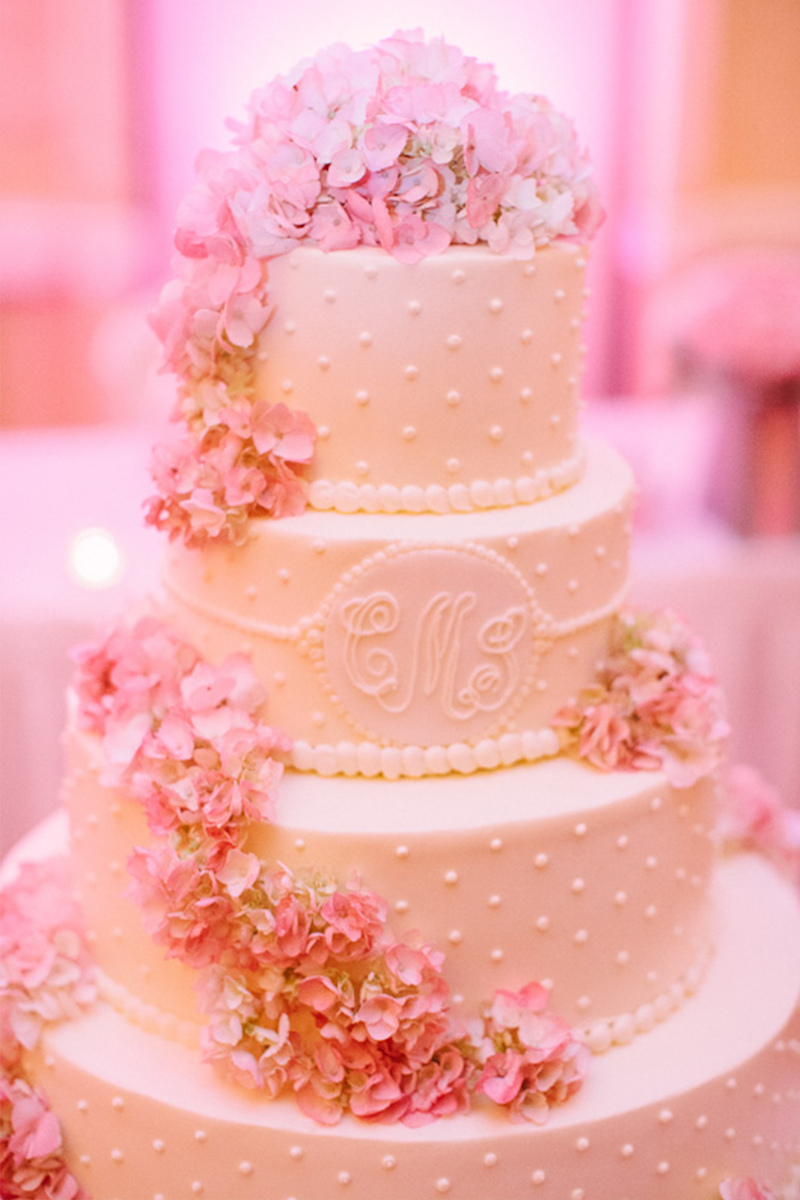 Classic Pink and White Pennsylvania Wedding via TheELD.com