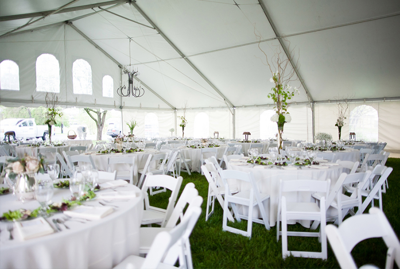 Classic Green and White Tennessee Wedding via TheELD.com