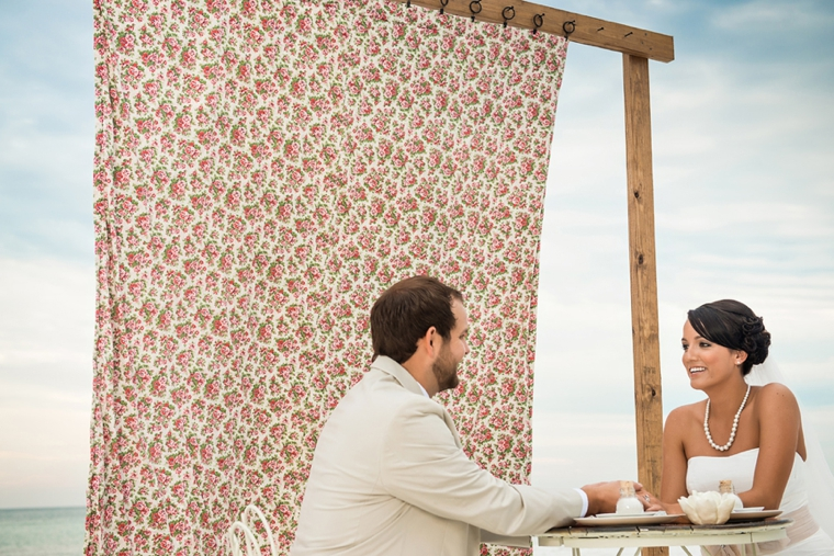 5 Unique Wedding Backdrops via TheELD.com