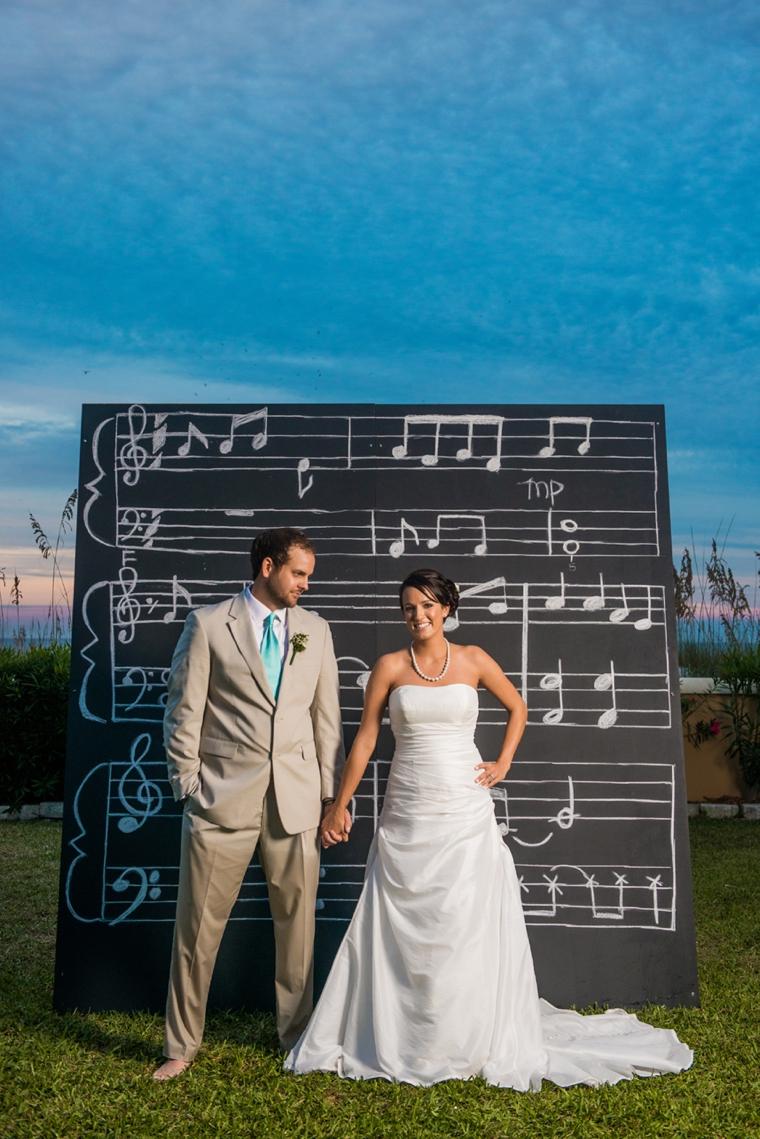 5 Unique Wedding Backdrops via TheELD.com