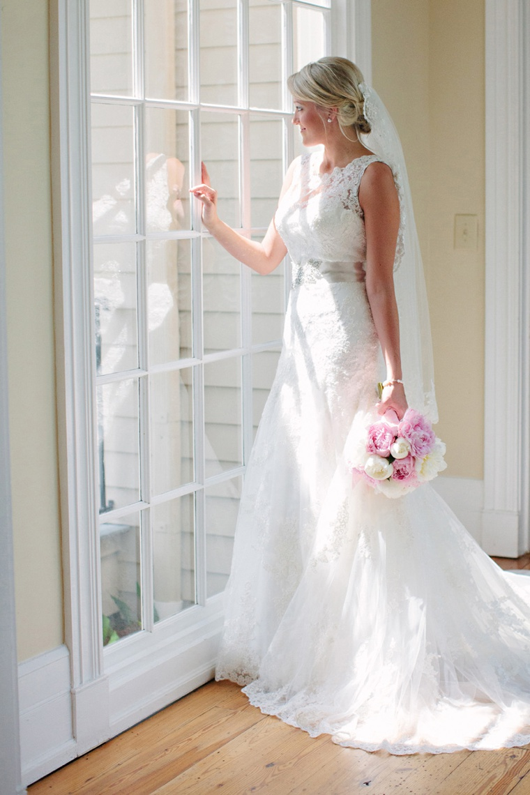 An Elegant Pink and White Alabama Wedding via TheELD.com