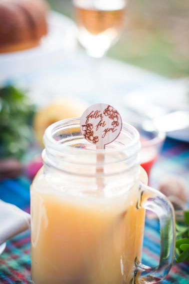 Picnic Inspired Elopement Ideas via TheELD.com