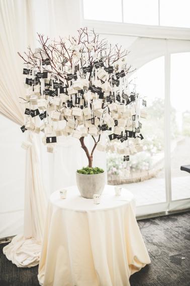 A Whimsical & Modern Purple Washington Wedding via TheELD.com