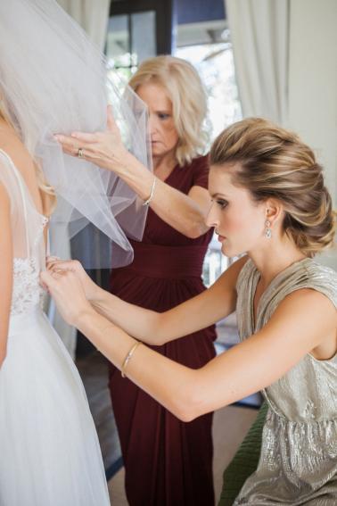 A Glamorous White and Gold Wedding via TheELD.com