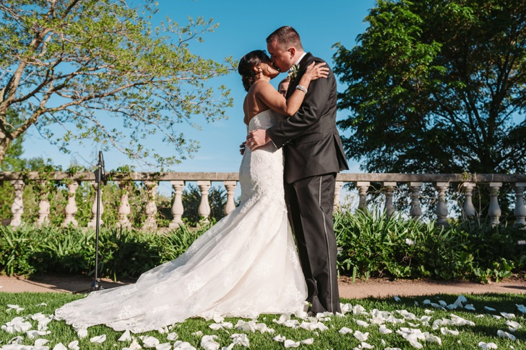 An Elegant Chicago Botanic Garden Wedding via TheELD.com