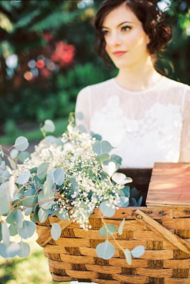 Romantic & Rustic French Inspired Wedding Ideas via TheELD.com
