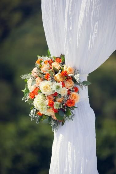 Elegant Orange and White California Wedding via TheELD.com
