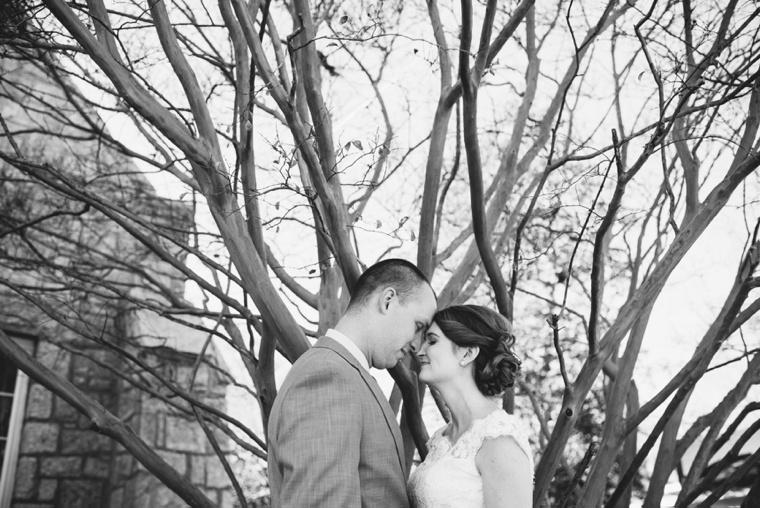 An Elegant Navy & Blush South Carolina Wedding via TheELD.com