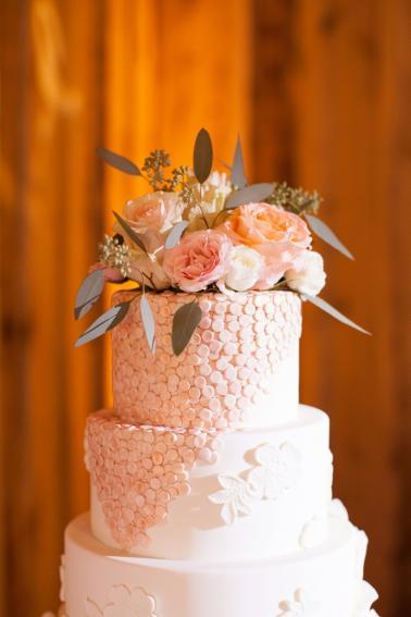 Vintage Blush Tennessee Wedding via TheELD.com