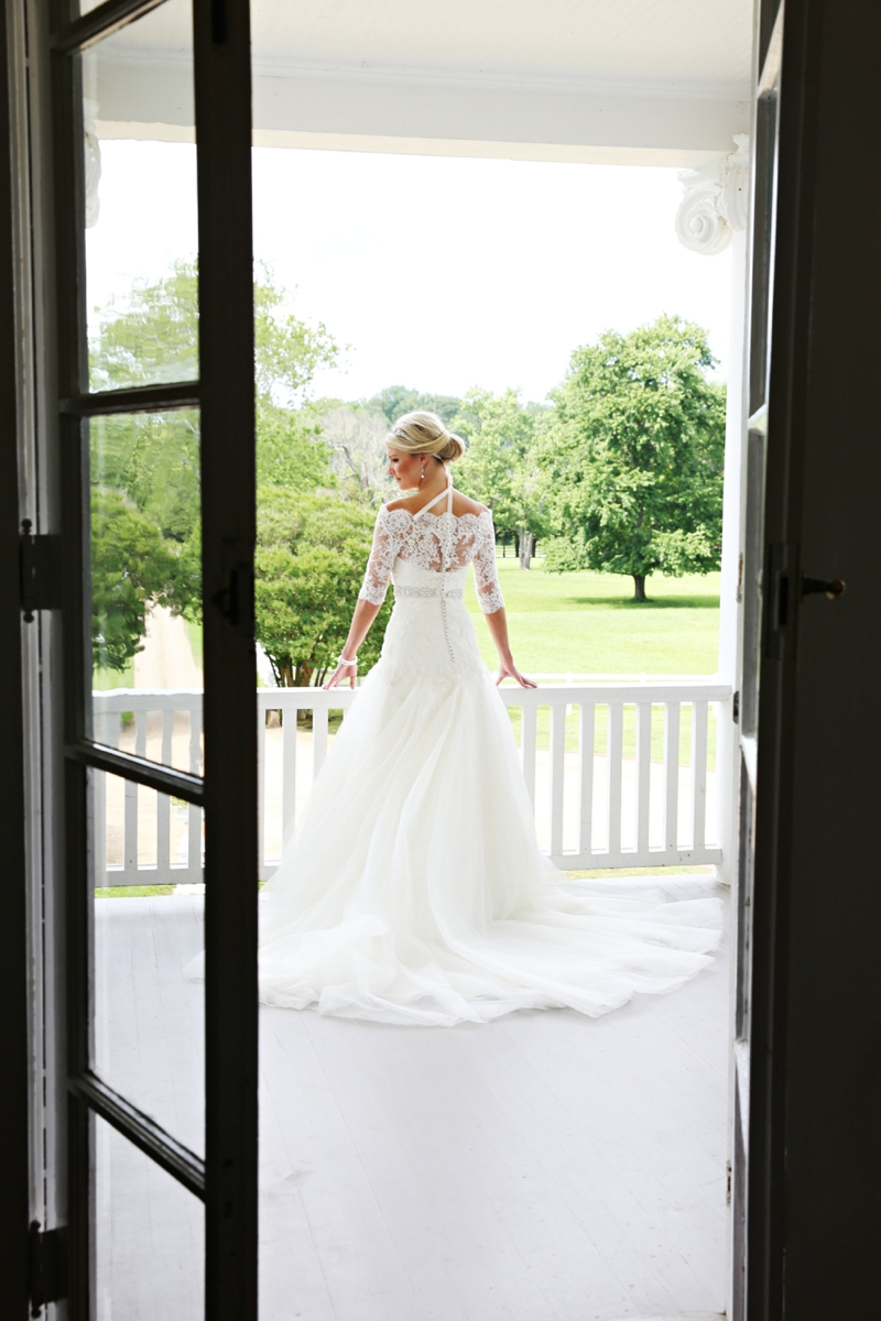 An Elegant Southern Blush Wedding via TheELD.com
